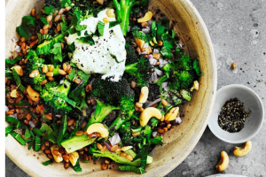 Spelt, cashew and broccoli bowl with yoghurt dressing